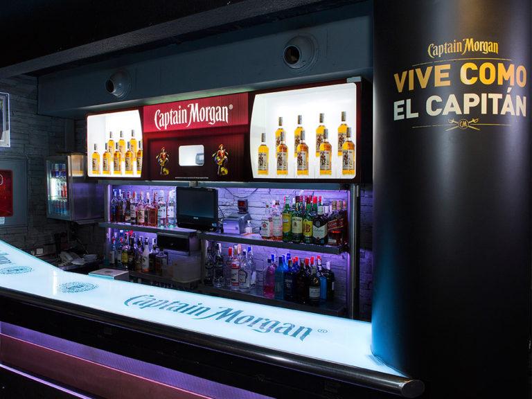 Expositor de botellas | Empresa Captain Morgan