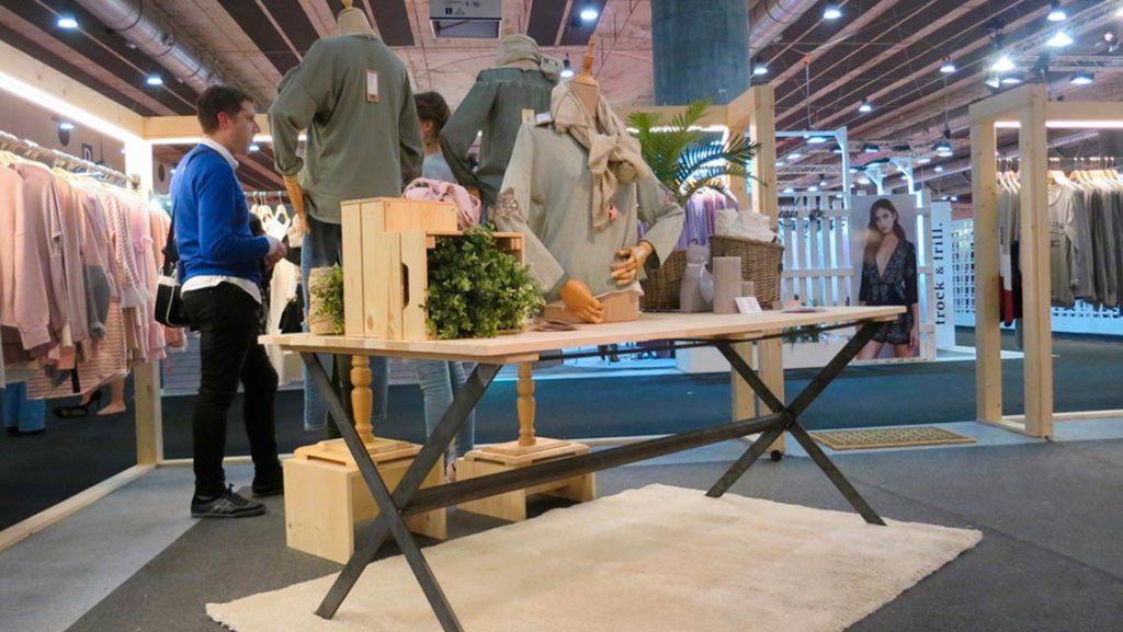 Stand de diseño corporativo Feria MOMAD